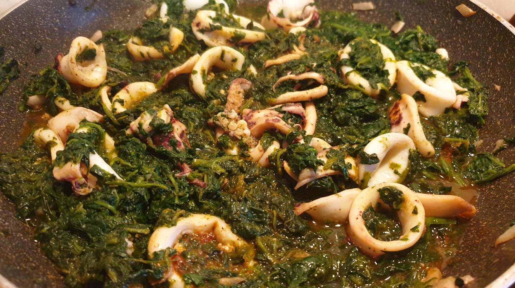 Calamari con Aglione della Valdichiana e Spinaci - Agricola Valdichiana Rampi - Filosofie Cucina